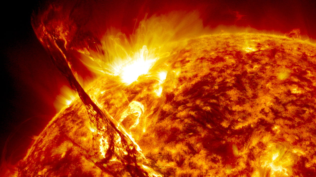 Huge eruption seen by Solar Dynamics Observatory